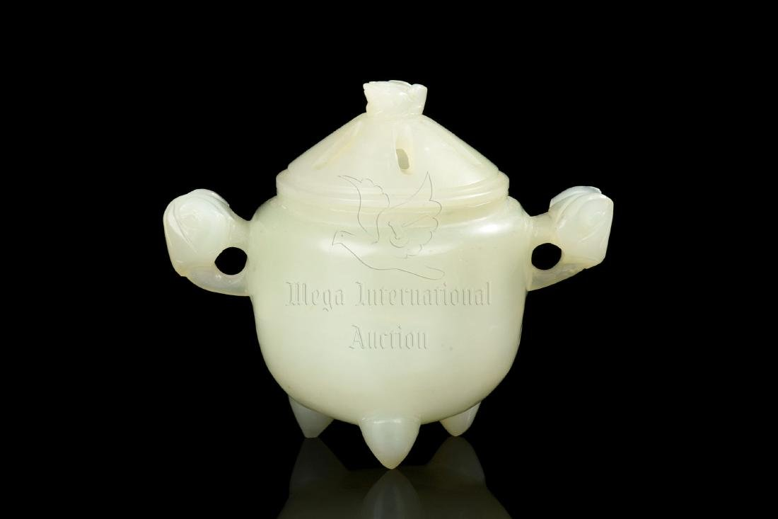 JADE CARVE TRIPOD CENSER WITH COVER