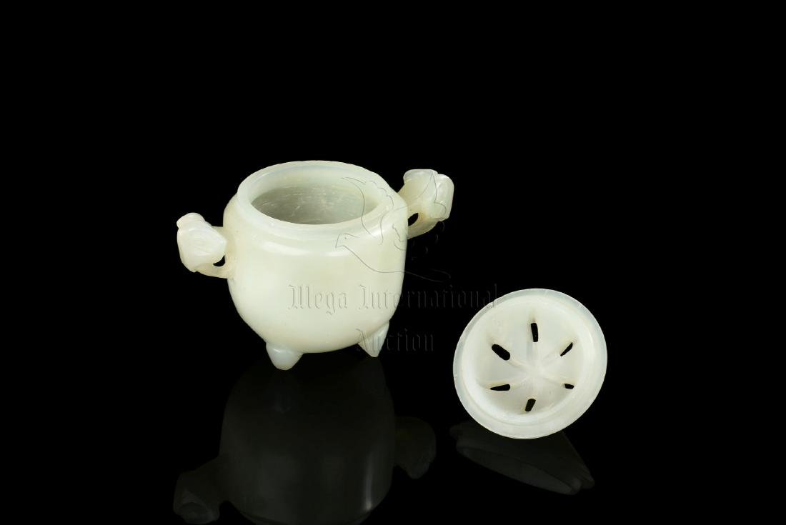 JADE CARVE TRIPOD CENSER WITH COVER - 3