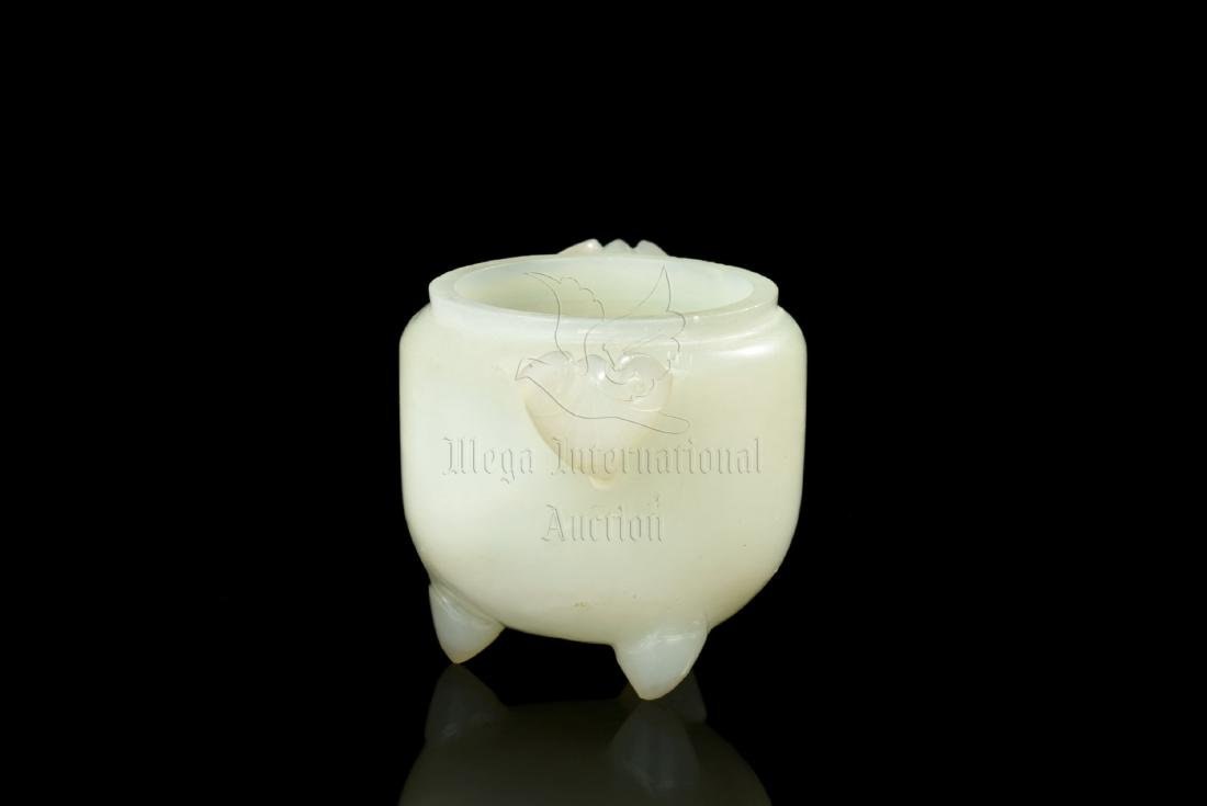 JADE CARVE TRIPOD CENSER WITH COVER - 4
