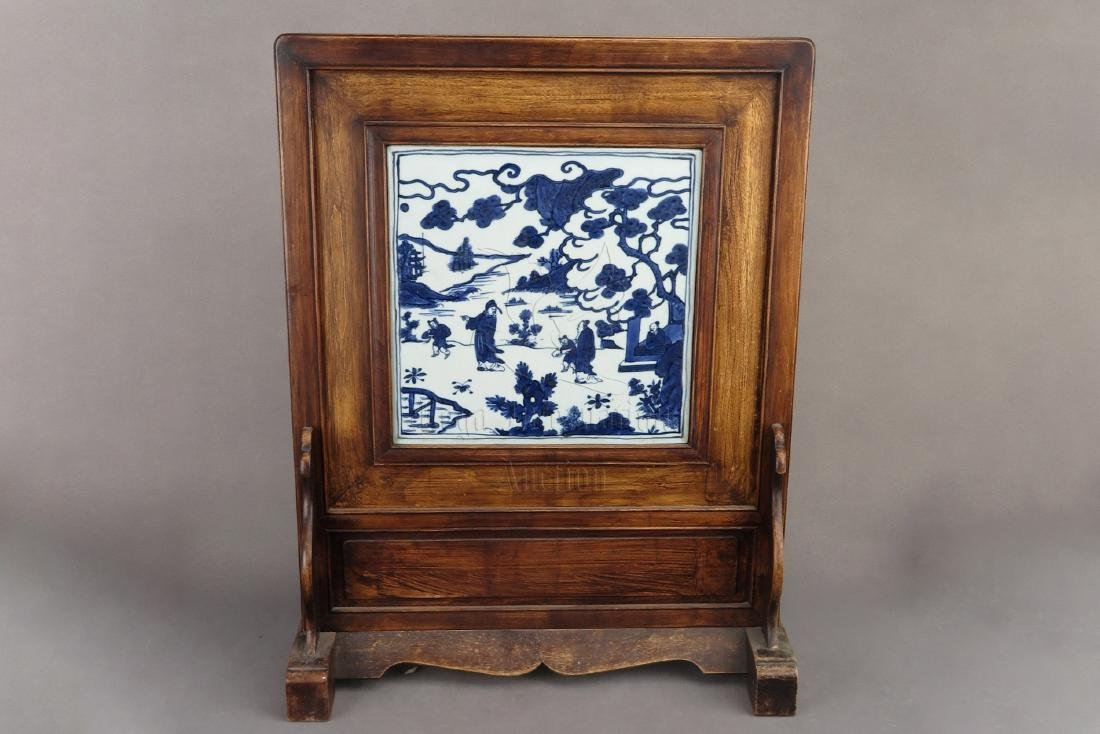 BLUE AND WHITE 'PEOPLE' PLAQUE INSET WOOD TABLE SCREEN