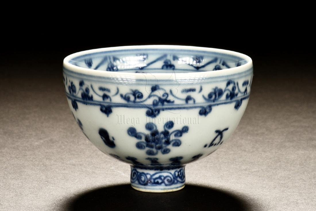 BLUE AND WHITE 'FLOWERS' CHICKEN-HEART CUP