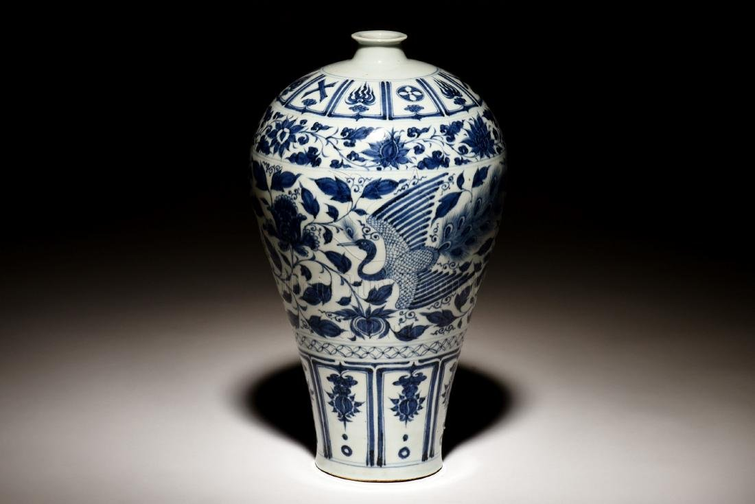 BLUE AND WHITE 'PHOENIX' VASE, MEIPING