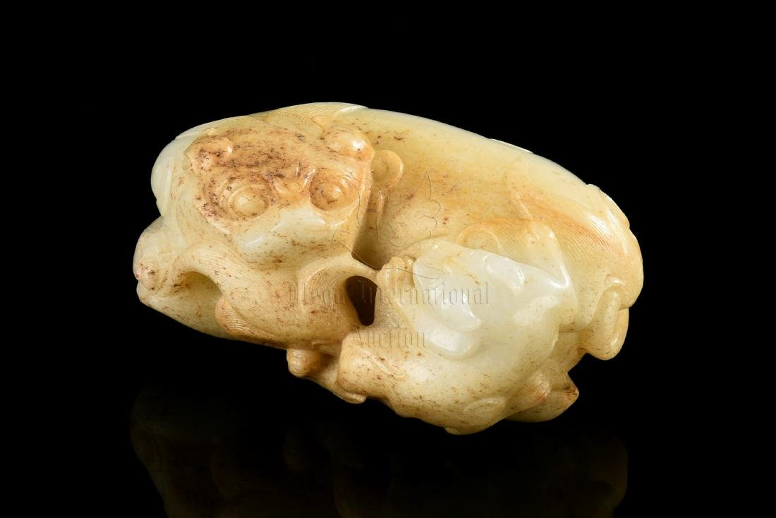 WHITE JADE CARVED 'LIONS' FIGURE