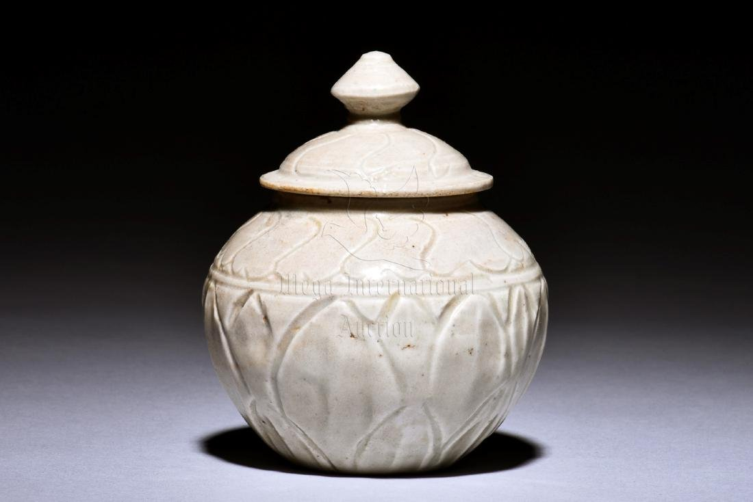 DING WARE 'FLOWERS' JAR WITH COVER