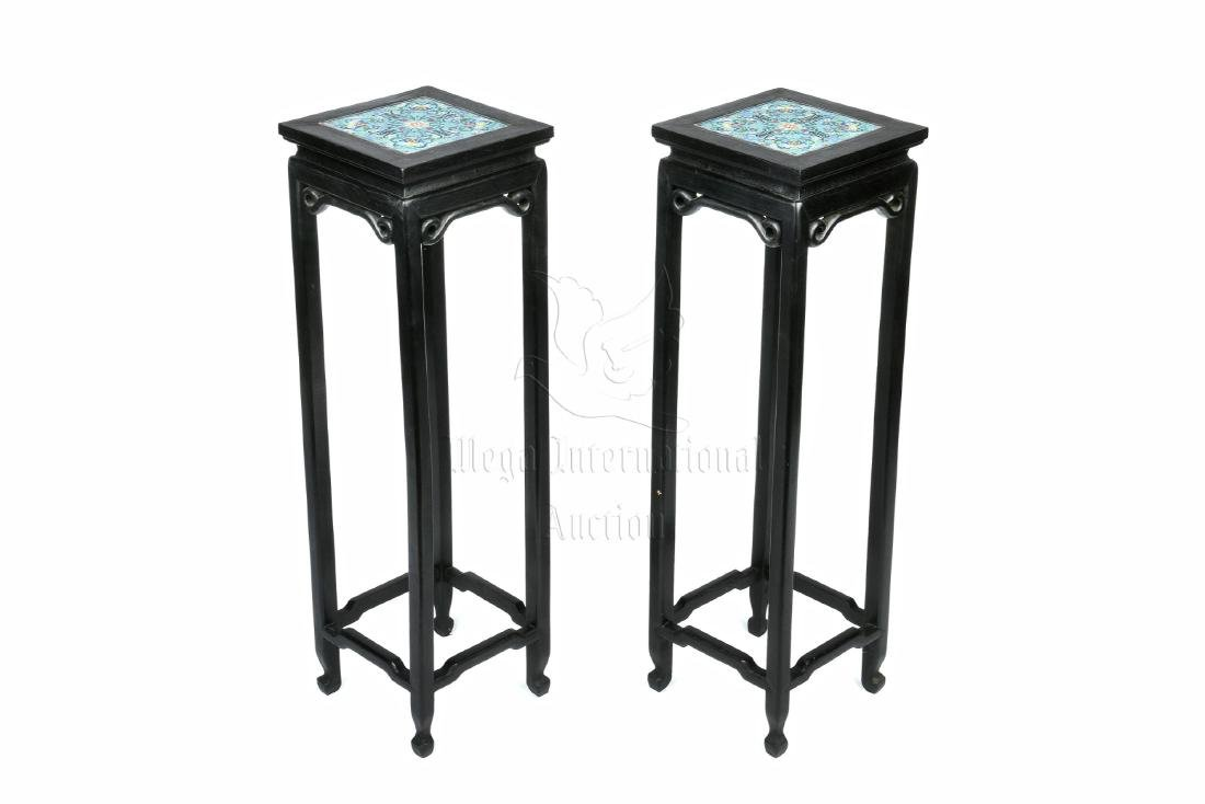PAIR OF LACQUER WOOD SIDE TABLE WITH CLOISONNE TABLE