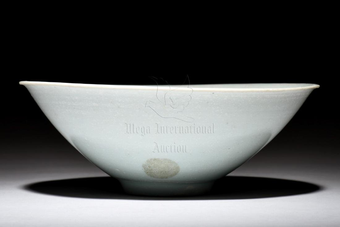 CELADON GLAZED CONICAL BOWL