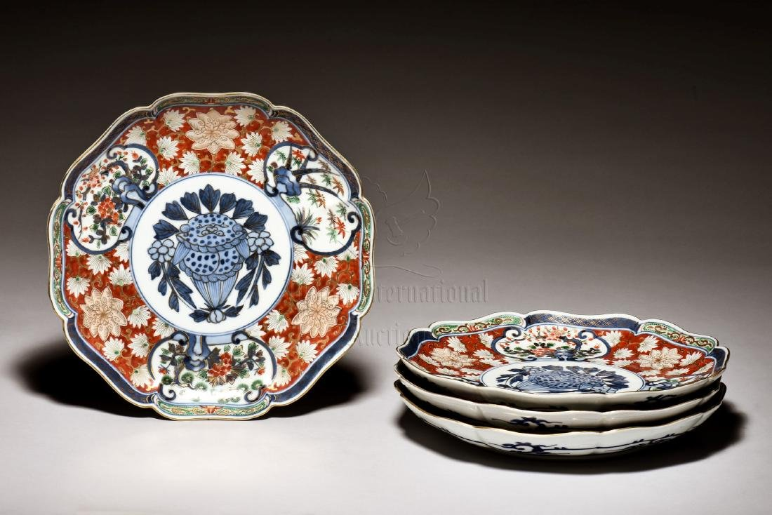 SET OF FOUR JAPANESE IMARI WARE PLATES