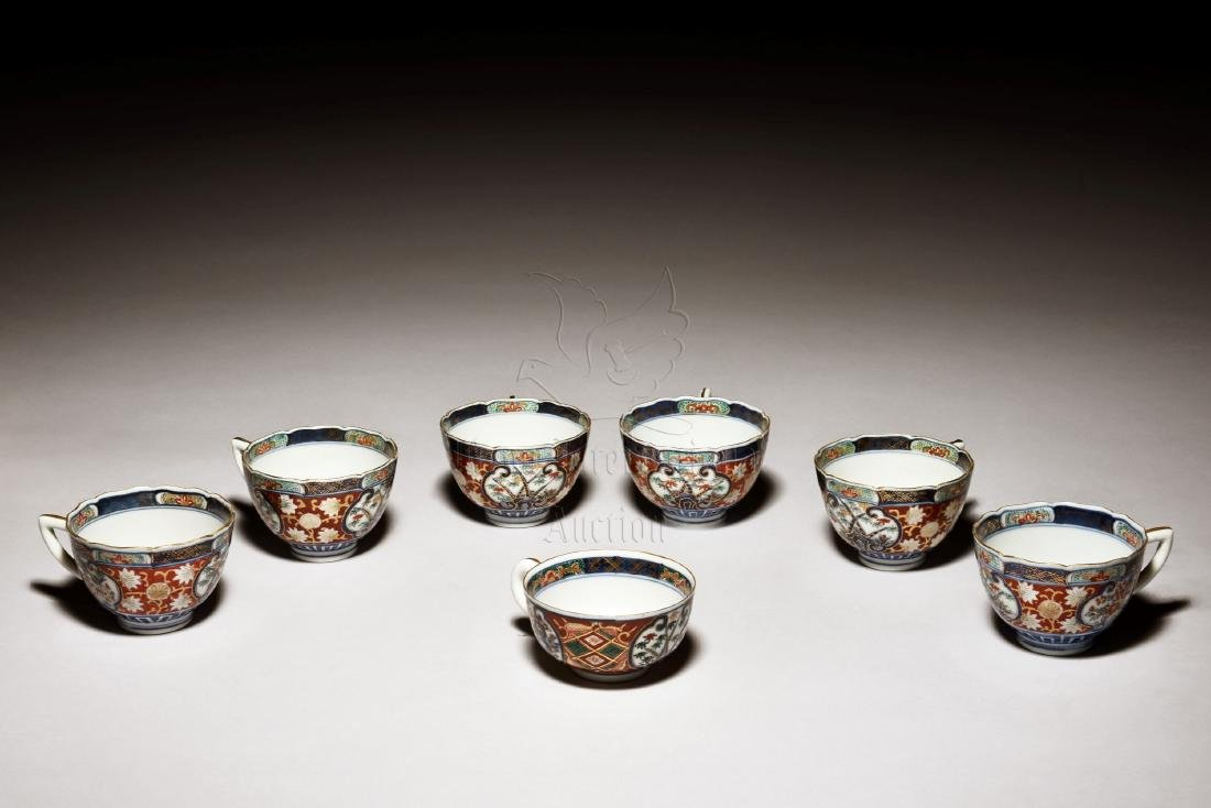 SET OF SEVEN JAPANESE IMARI WARE CUPS