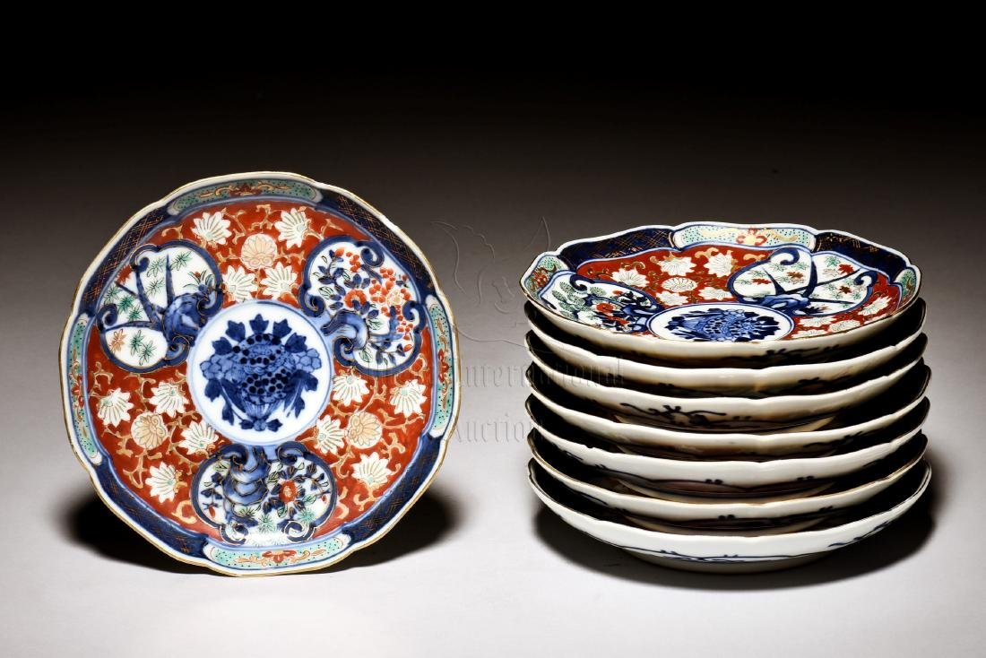 SET OF EIGHT JAPANESE IMARI WARE PLATES