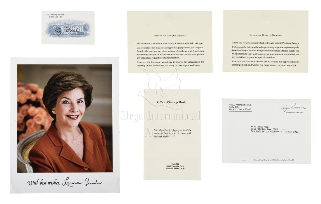 FIRST LADY LAURA BUSH SIGNED PHOTO