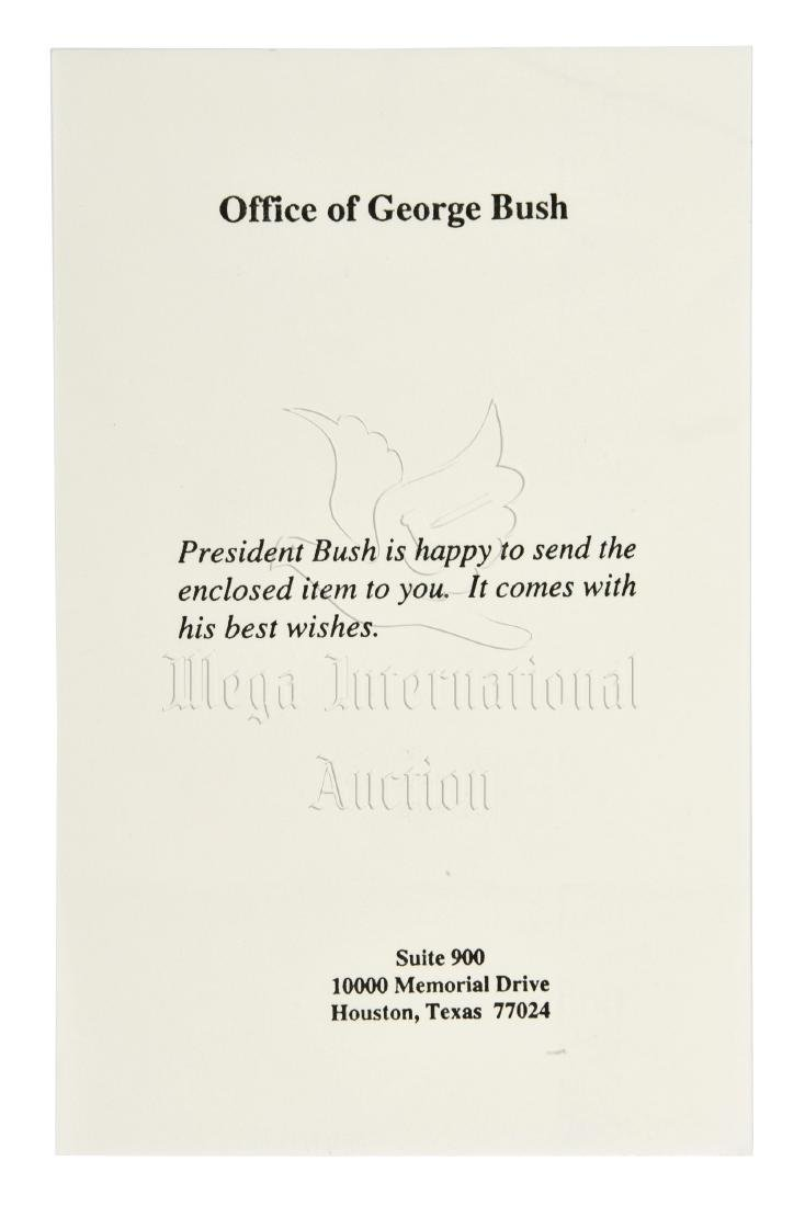 FIRST LADY LAURA BUSH SIGNED PHOTO - 2