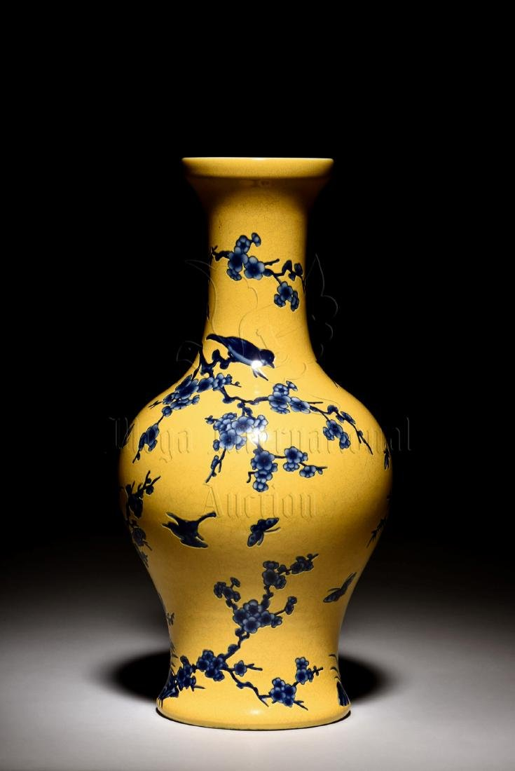 BLUE AND WHITE 'FLOWERS AND BIRDS' YELLOW GROUND VASE - 3