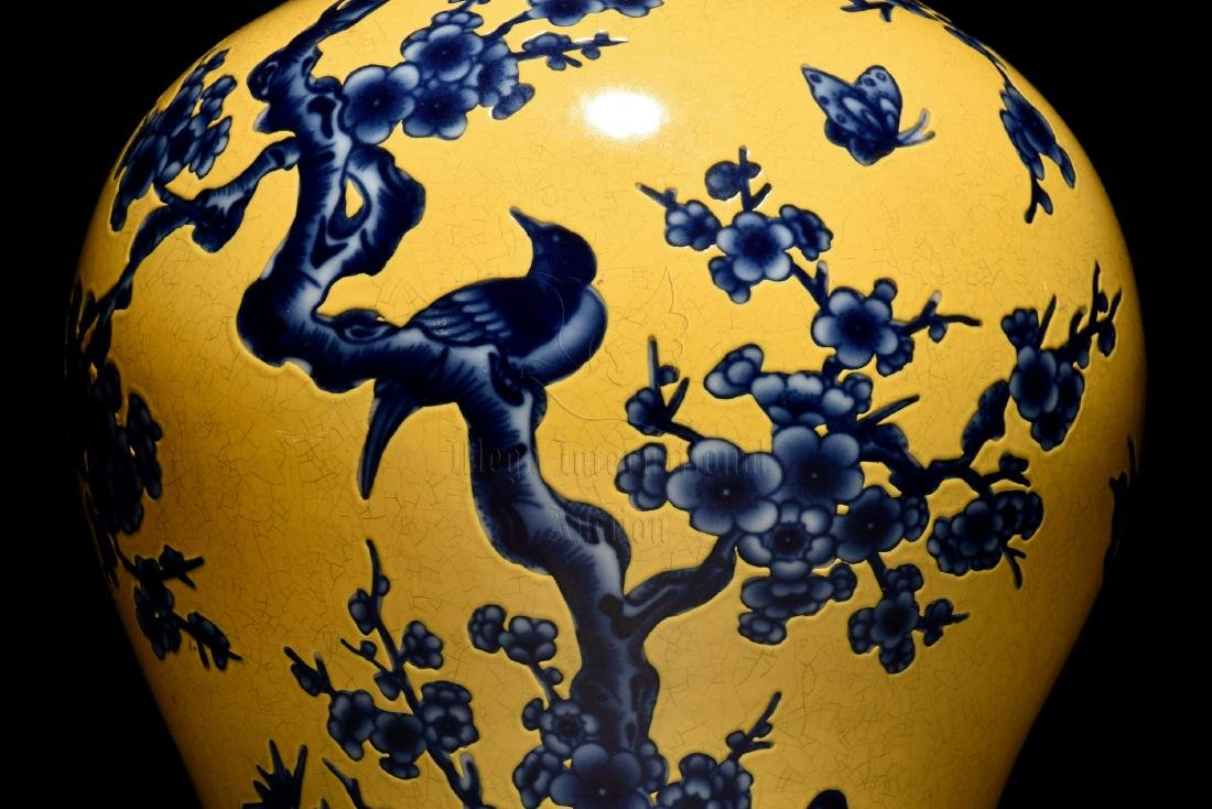 BLUE AND WHITE 'FLOWERS AND BIRDS' YELLOW GROUND VASE - 7