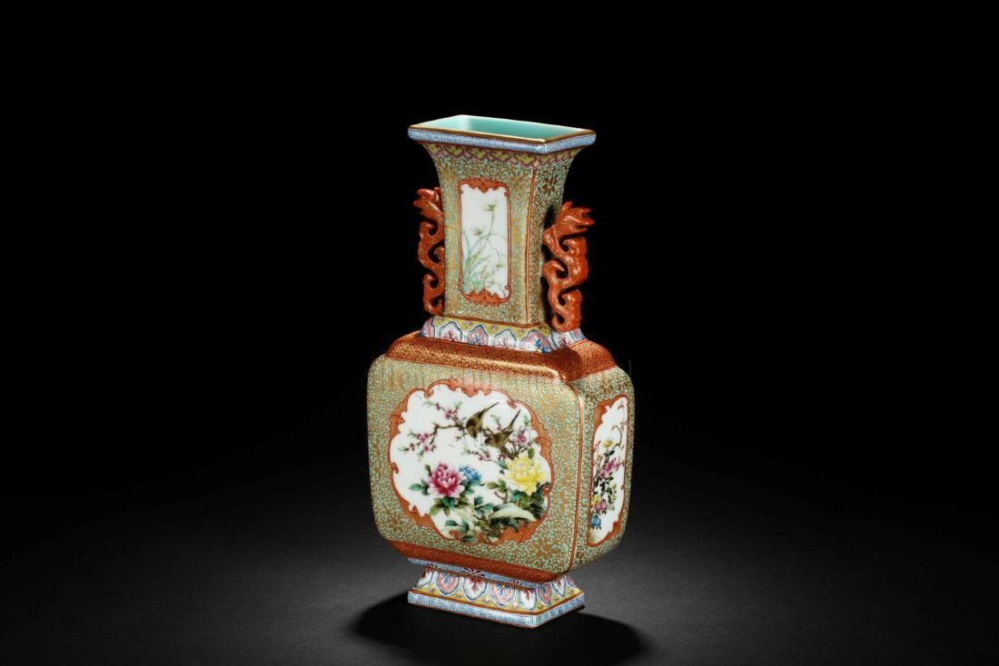 FAMILLE ROSE AND ENAMELED 'FLOWERS' VASE WITH HANDLES - 2