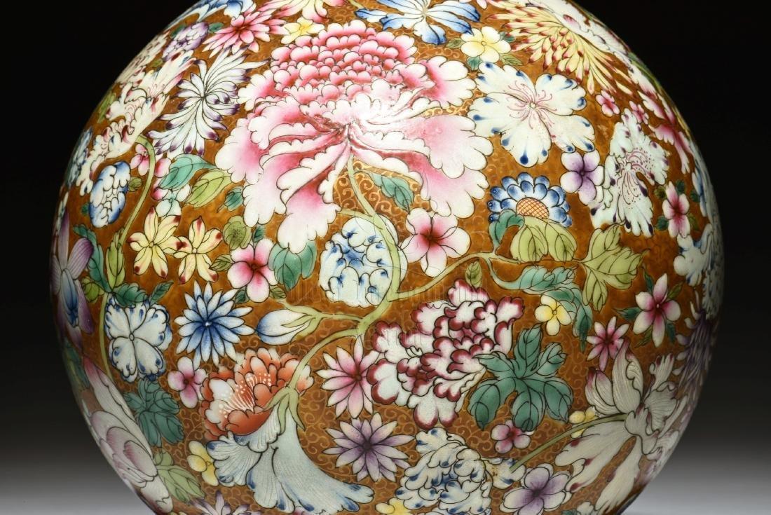 FAMILLE ROSE 'HUNDRED FLOWERS' POMEGRANATE VASE - 3