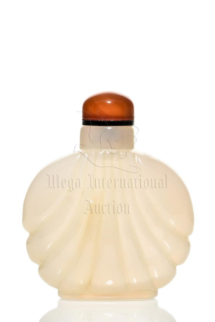 AGATE CARVED SNUFF BOTTLE - 3