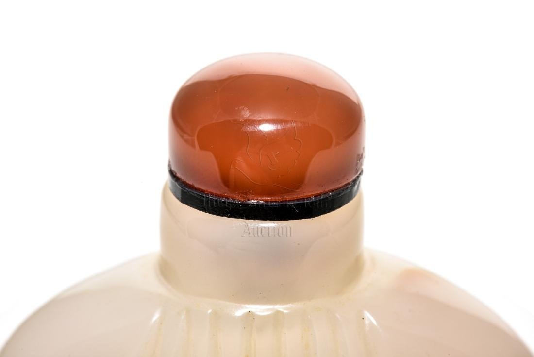 AGATE CARVED SNUFF BOTTLE - 9