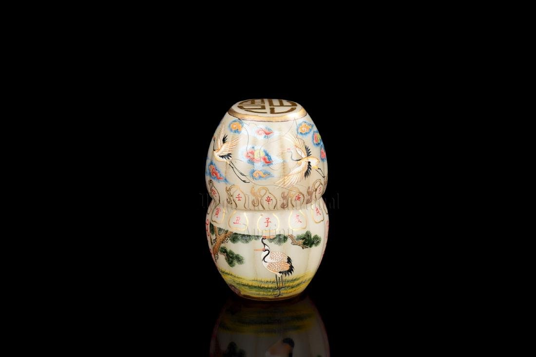 SET OF PAINTED GLASS 'CRANES' SNUFF BOTTLE AND COVER - 2