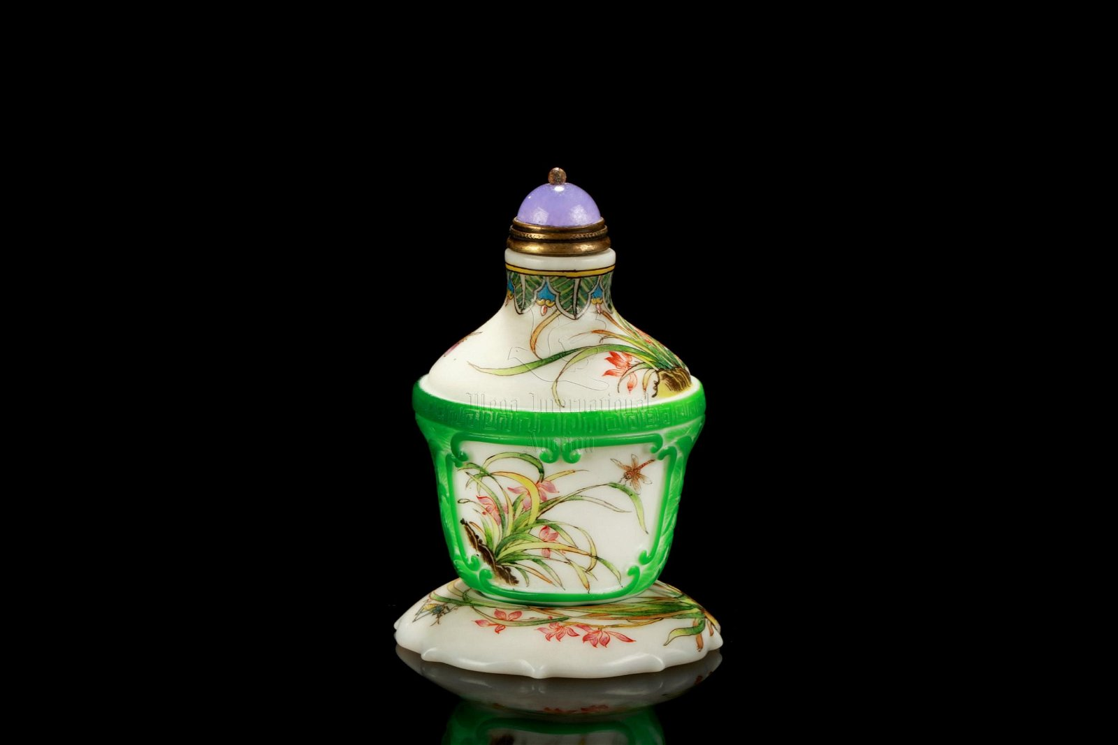 FAMILLE ROSE GREEN GLASS OVERLAY SNUFF BOTTLE WITH
