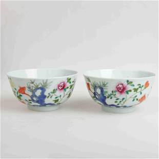 A PAIR OF CHINESE FAMILLE ROSE PORCELAIN BOWLS IN THE
