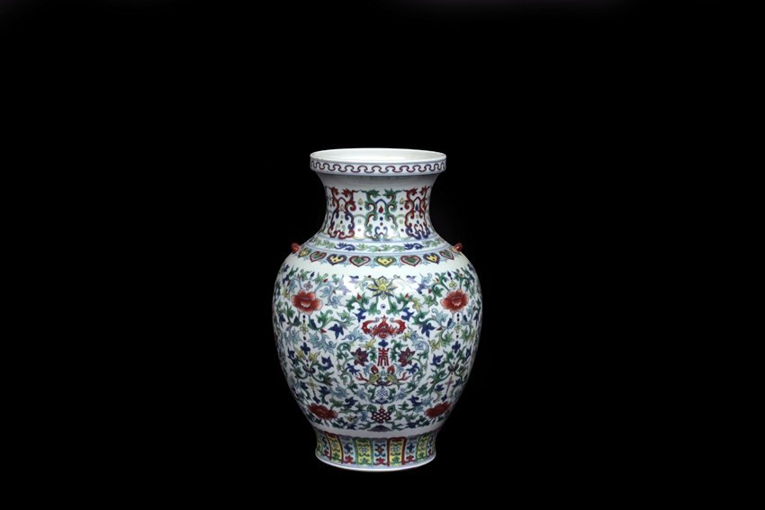 A LARGE DOUCAI 'FLOWERS' VASE