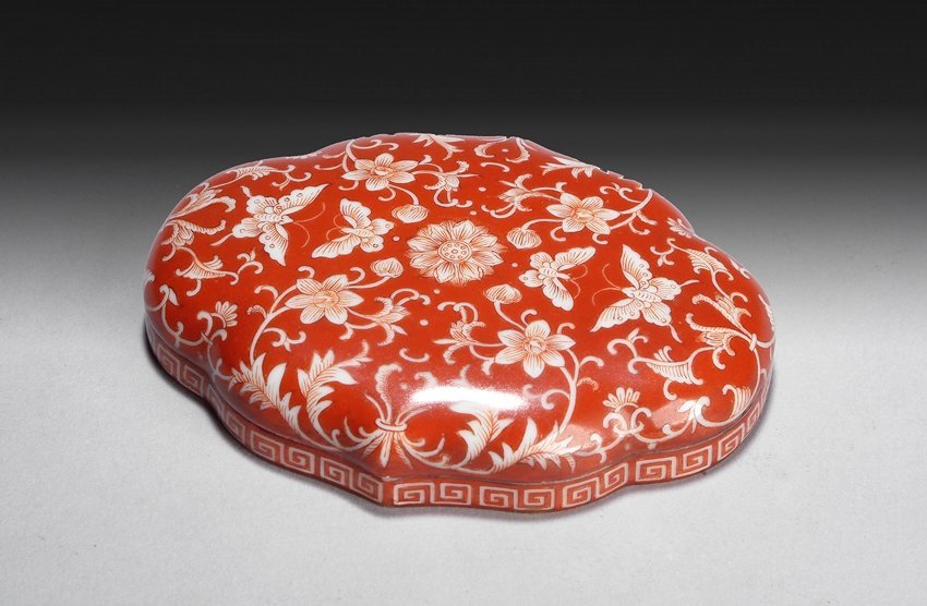 A FAMILLE ROSE CORAL-RED GROUND PASTE BOX