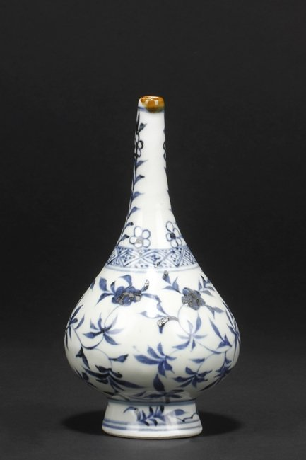 A BLUE AND WHITE VASE, DANSHIPING