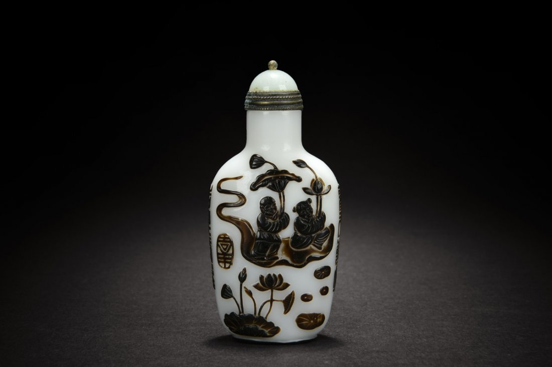 BROWN OVERLAY WHITE GLASS SNUFF BOTTLE