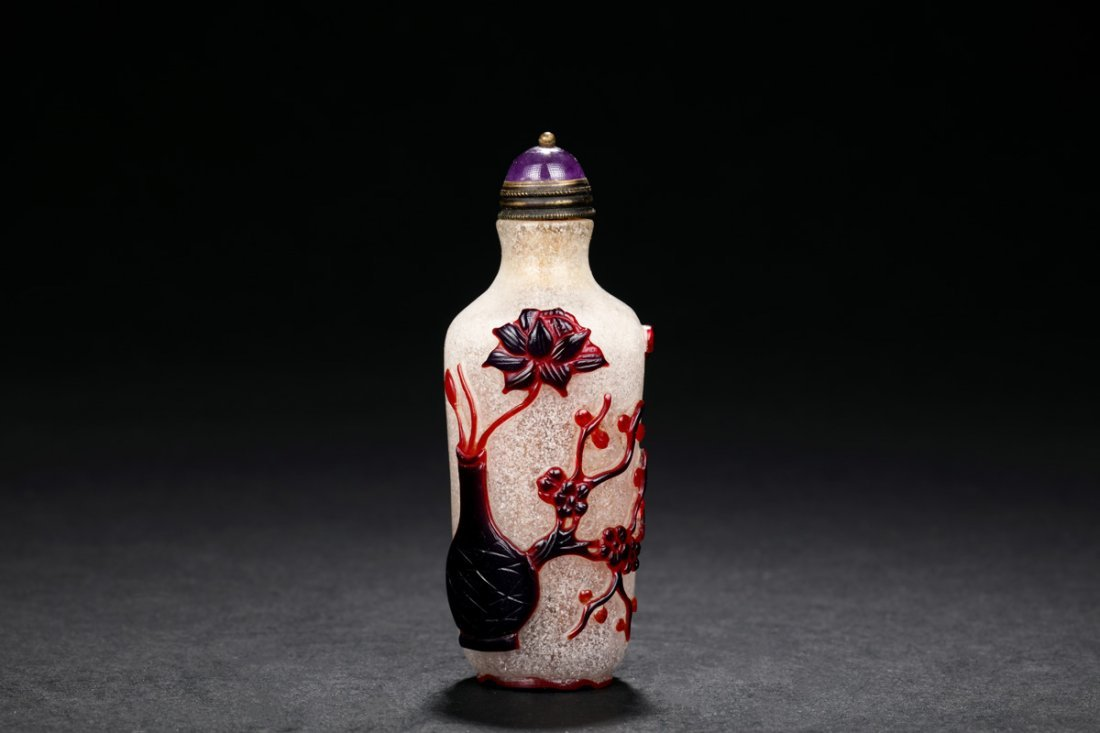 TWO-COLOR OVERLAY GLASS SNUFF BOTTLE
