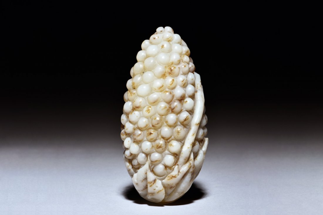 WHITE JADE CARVED 'GRAPES' FIGURE