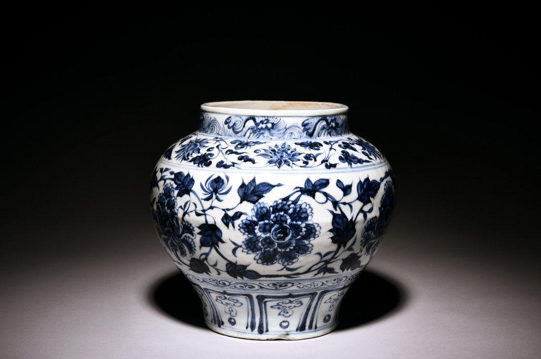 BLUE AND WHITE 'PEONY' JAR