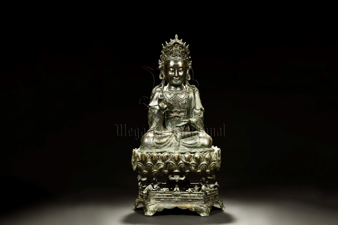 MAGNIFICENT BRONZE FIGURE OF GUANYIN ON LOTUS STAND