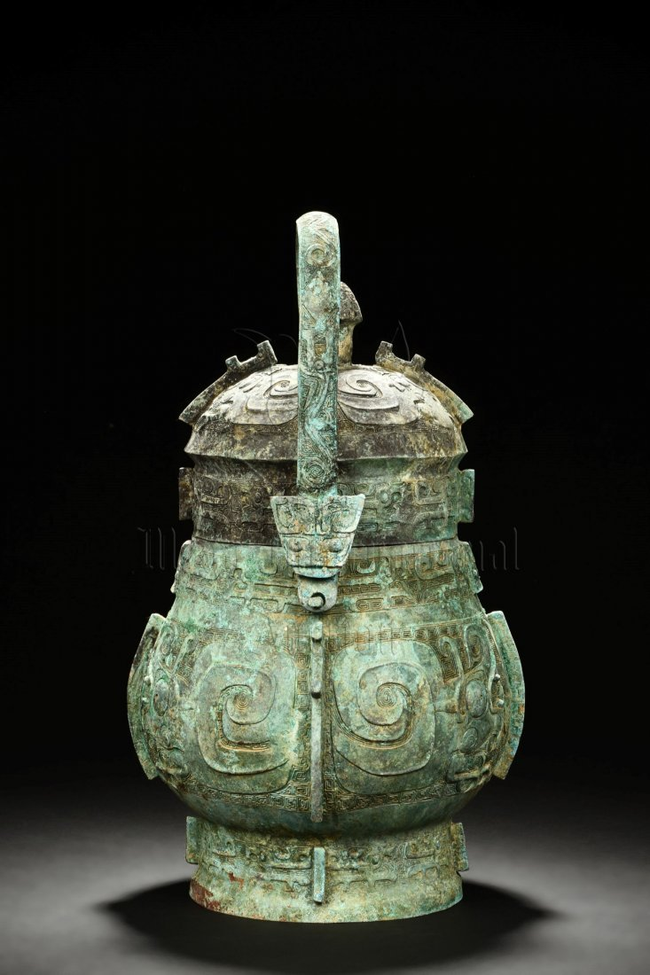 ARCHAIC BRONZE VESSEL WITH LID AND HANDLE - 4