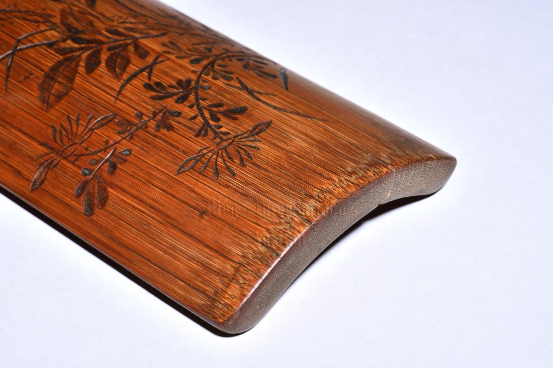 XUEQIAO SHANREN: BAMBOO CARVED 'FLOWERS' WRIST REST - 3
