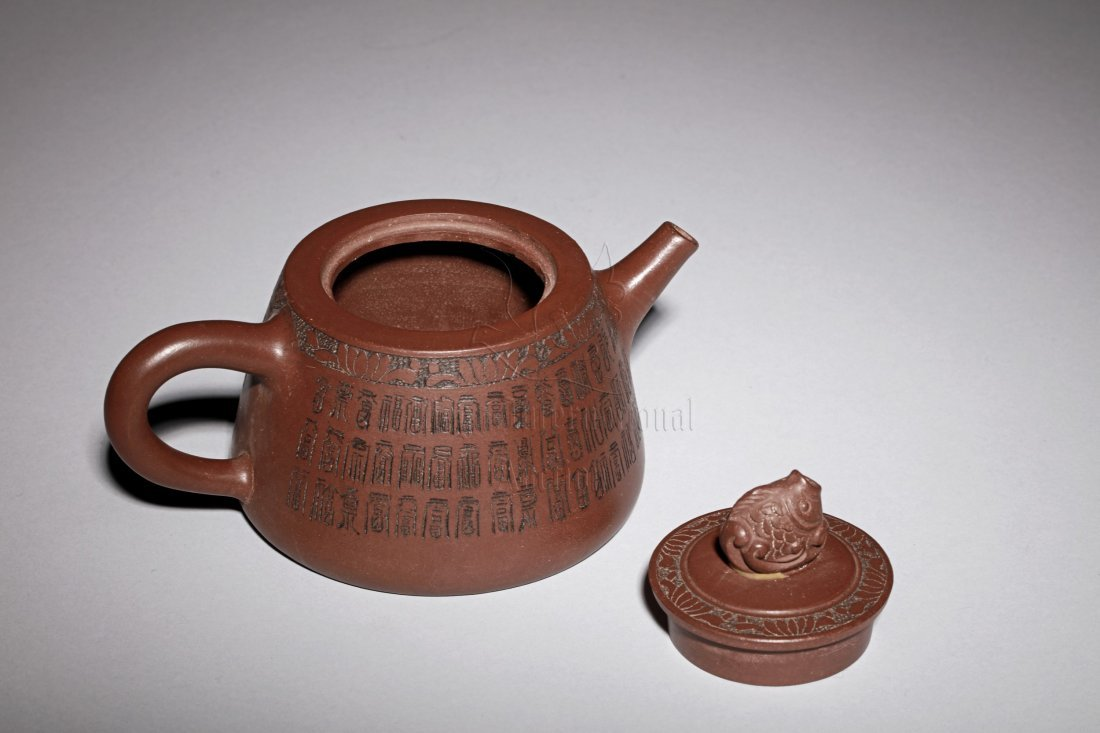 YIXING ZISHA 'HUNDRED SHOU' TEAPOT - 2