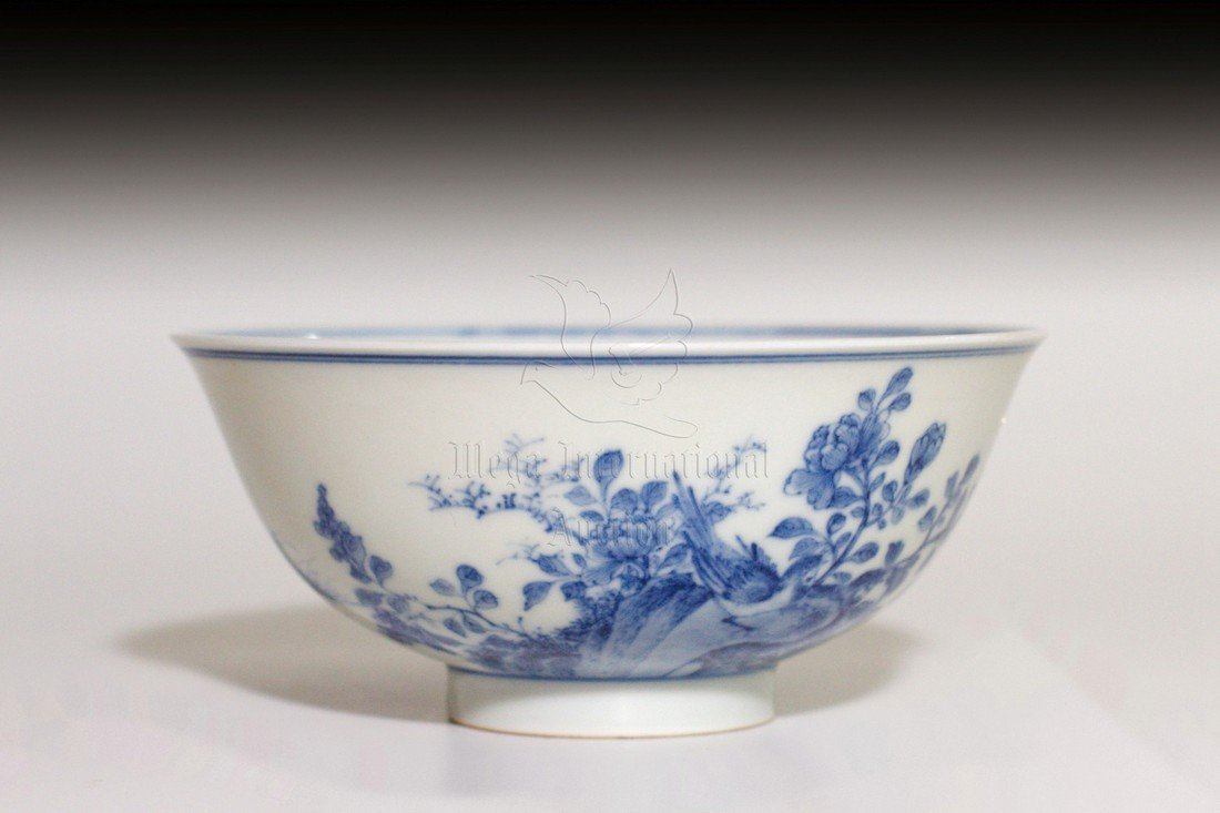 BLUE AND WHITE 'FLOWERS' BOWL
