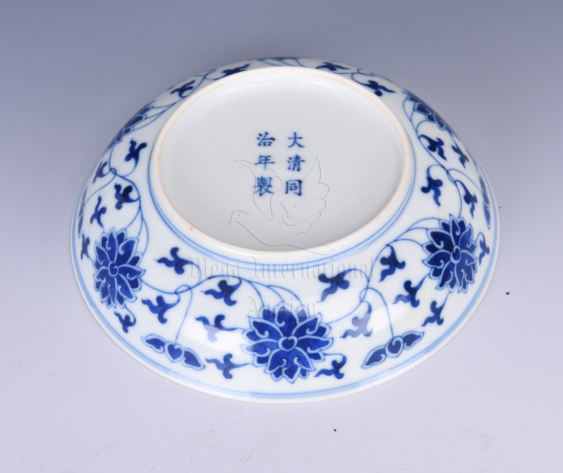 BLUE AND WHITE 'LOTUS' DISH - 3