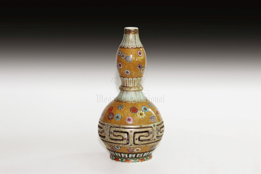 FAMILLE ROSE DOUBLE GOURD COMBINATION VASE