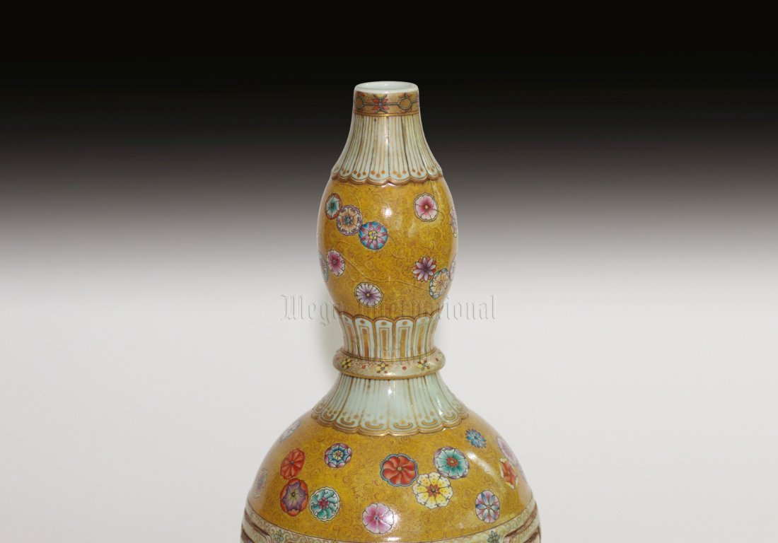 FAMILLE ROSE DOUBLE GOURD COMBINATION VASE - 3
