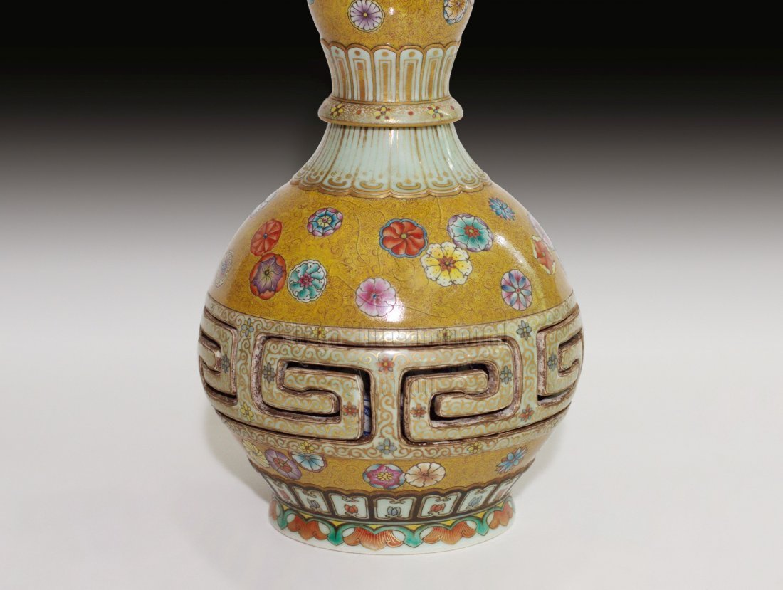 FAMILLE ROSE DOUBLE GOURD COMBINATION VASE - 4