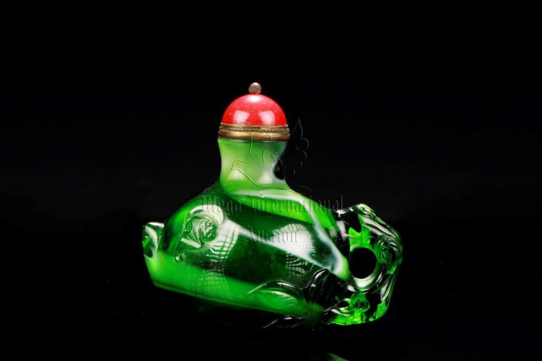 GREEN GLASS 'TEAPOT' SNUFF BOTTLE