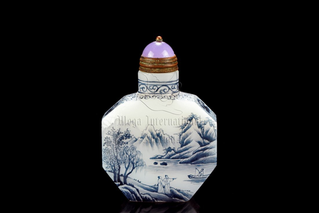 BLUE AND WHITE GLASS 'LANDSCAPE' SNUFF BOTTLE
