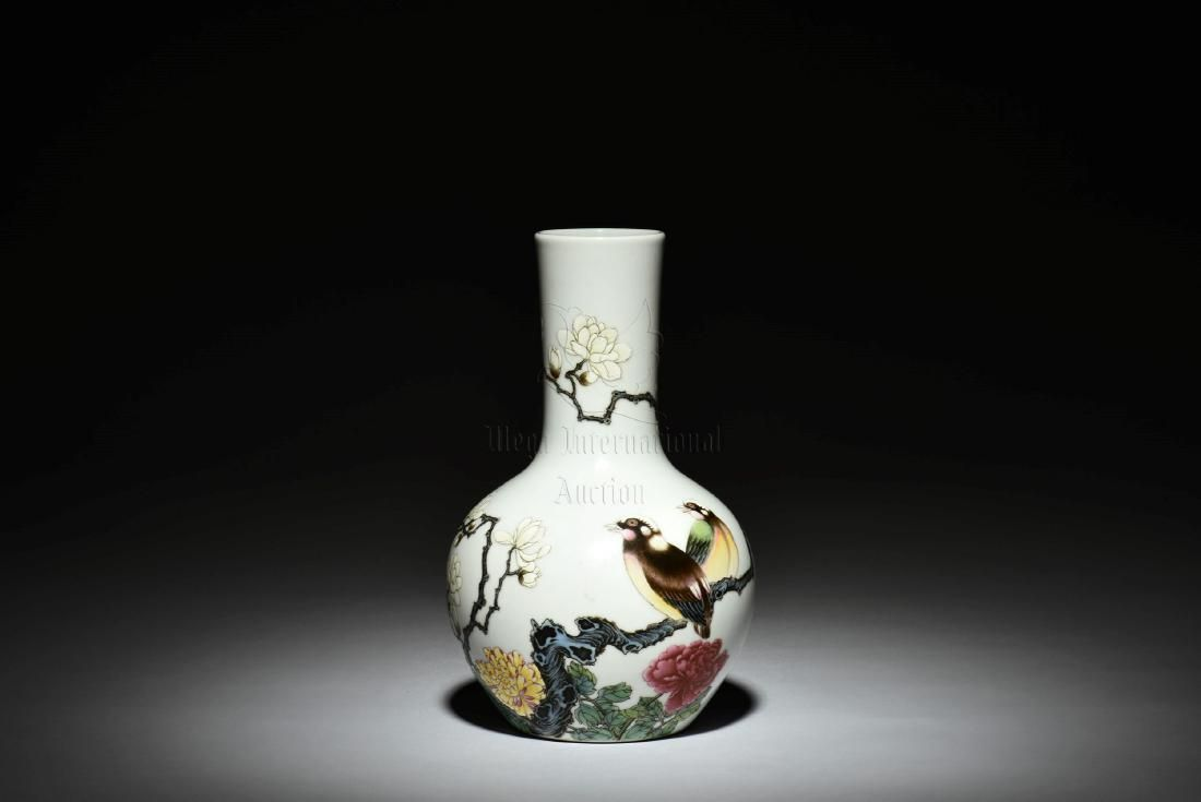 FAMILLE ROSE 'BIRDS AND FLOWERS' VASE