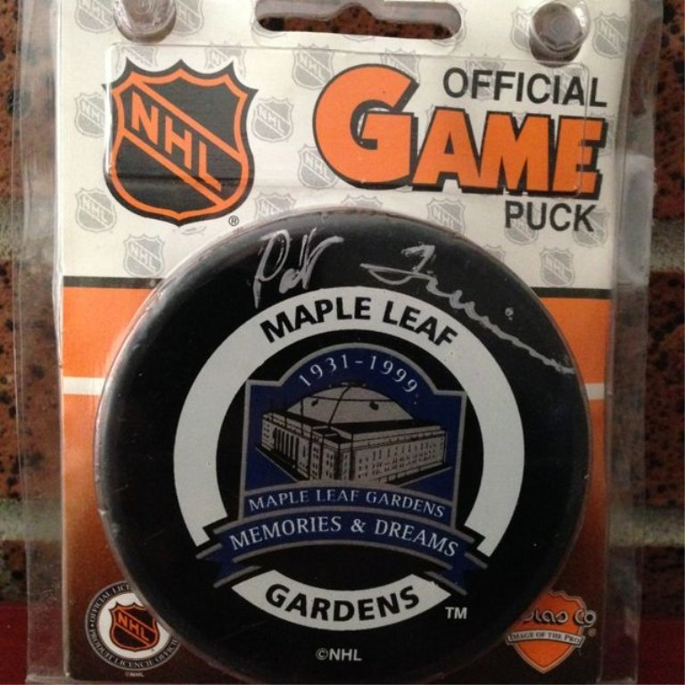 Memories & Dreams collector puck. Hand signed by Pat
