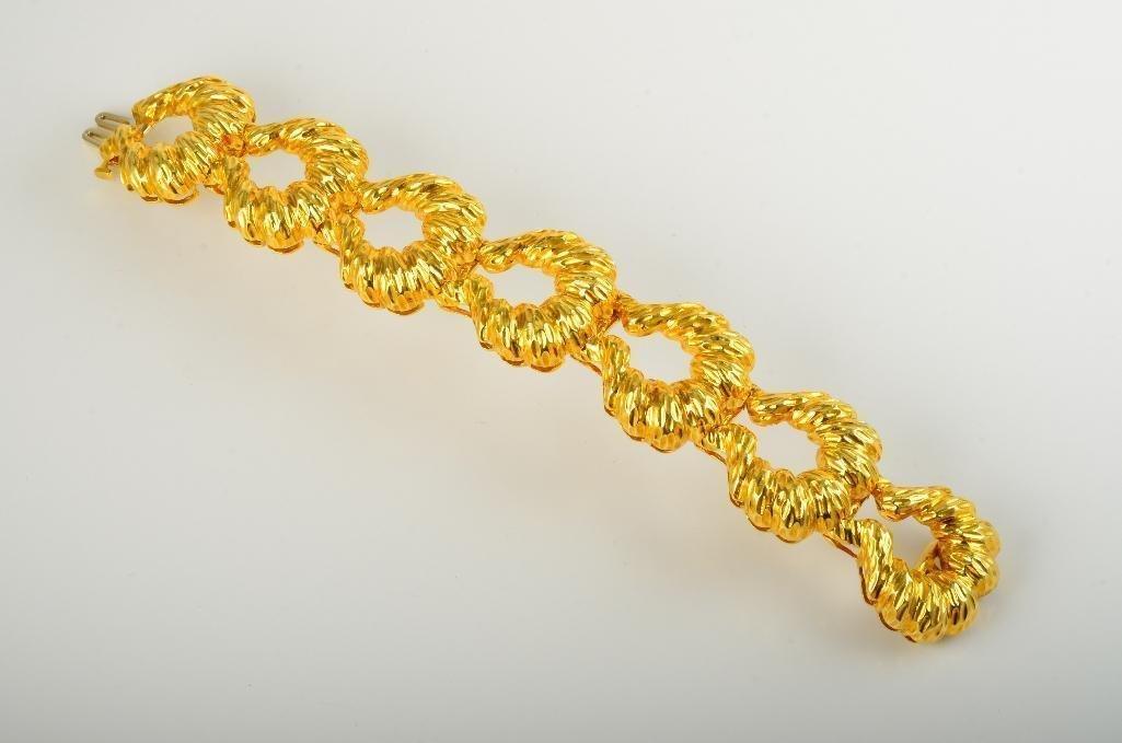 A Retro Gold Bracelet - 2