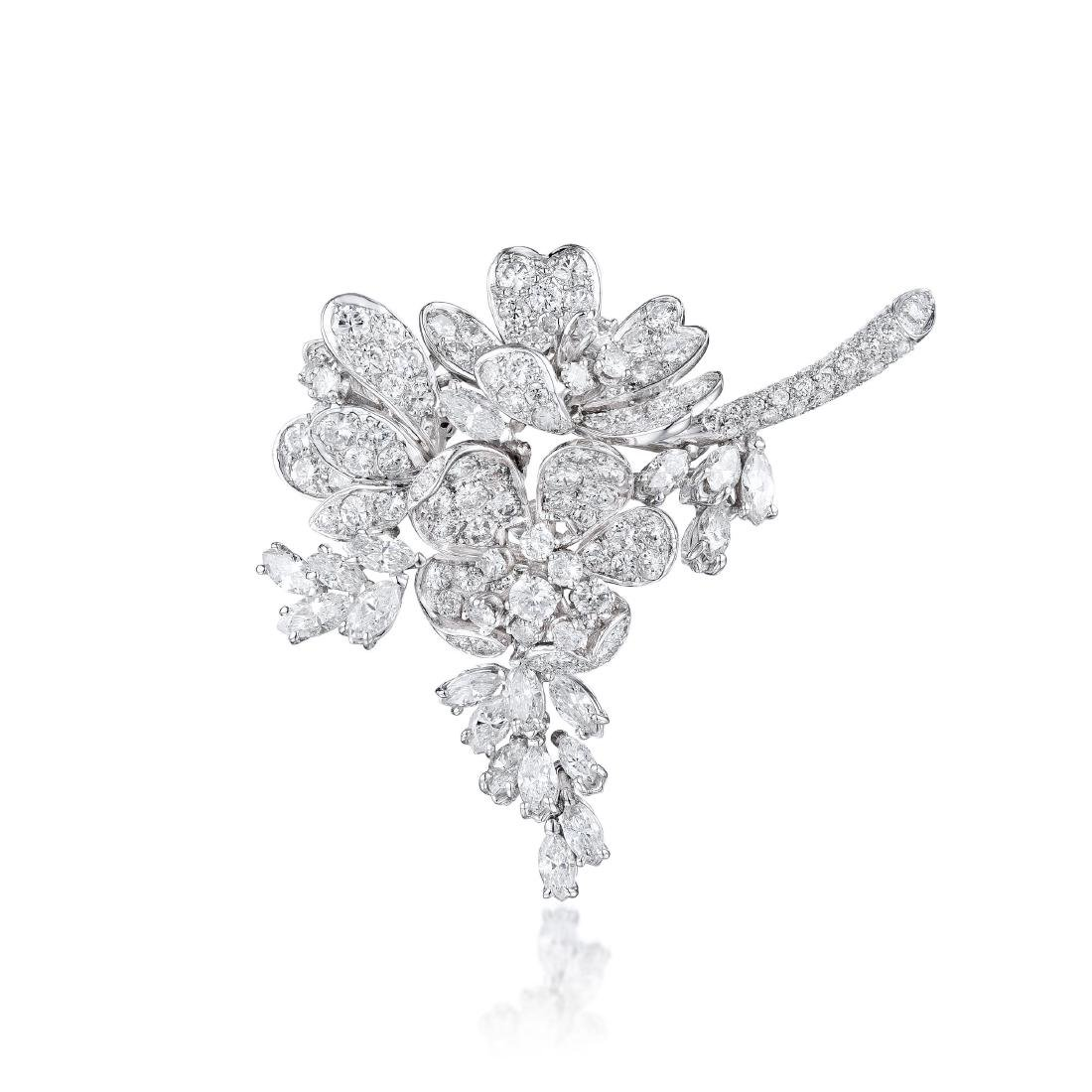 A Platinum Diamond Brooch / Pendant
