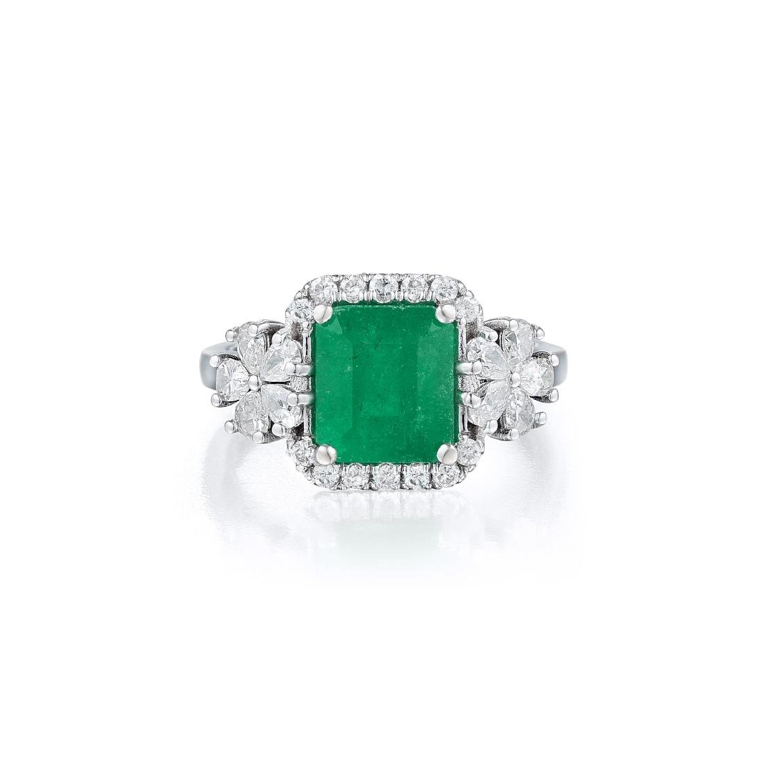 An 18K White Gold Emerald and Diamond Ring