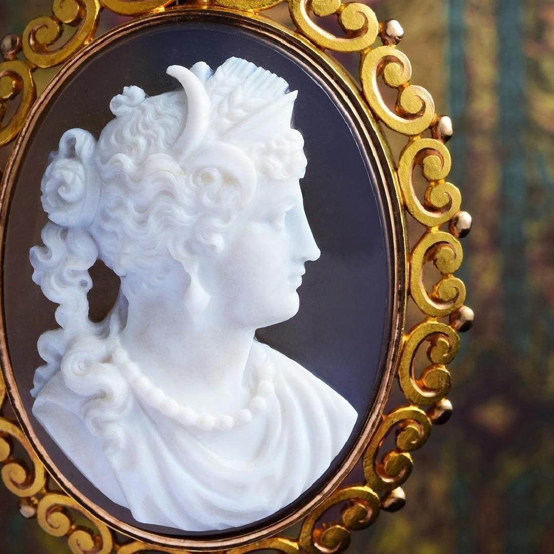 A Suite of 18K Gold and Hardstone Victorian Cameo