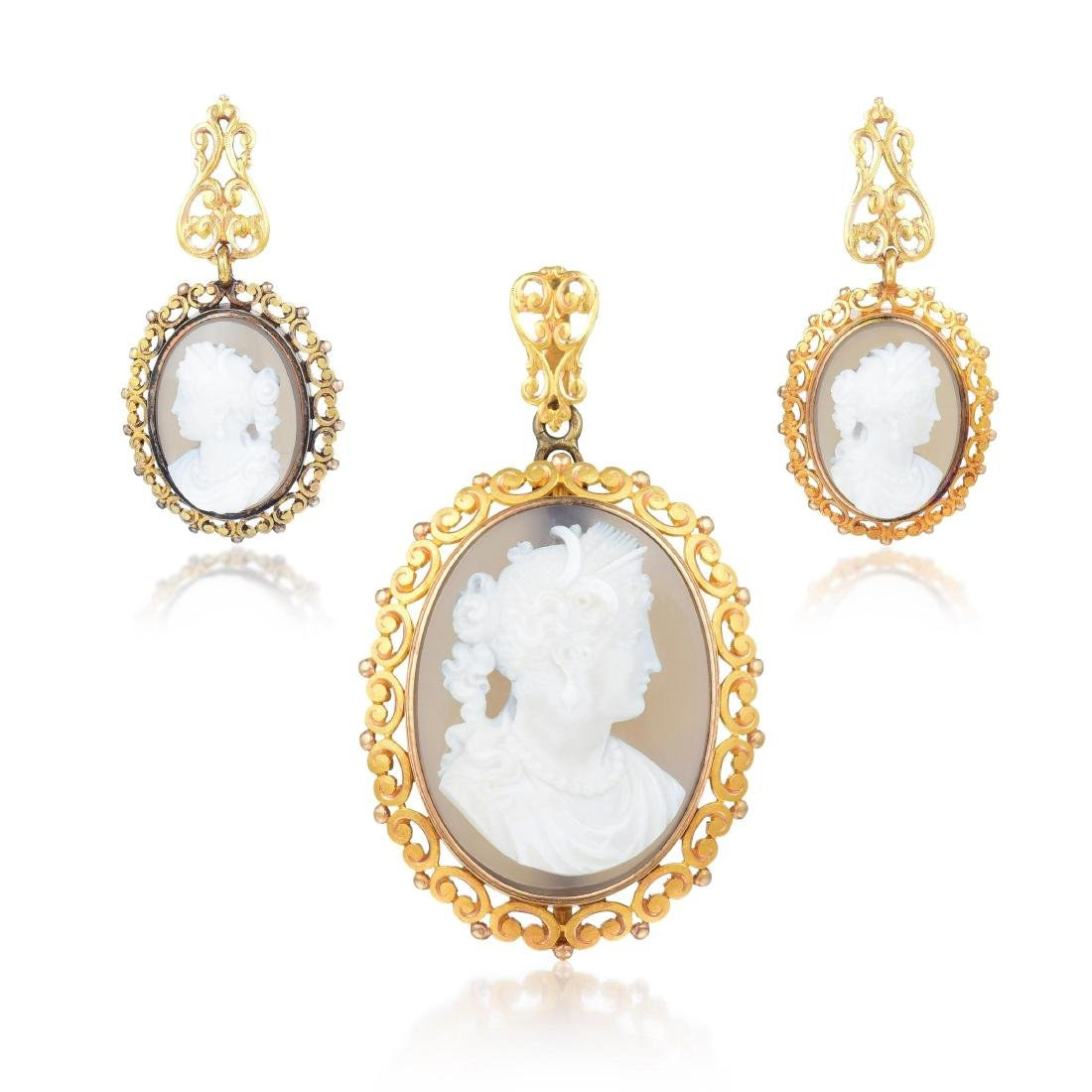 A Suite of 18K Gold and Hardstone Victorian Cameo - 2