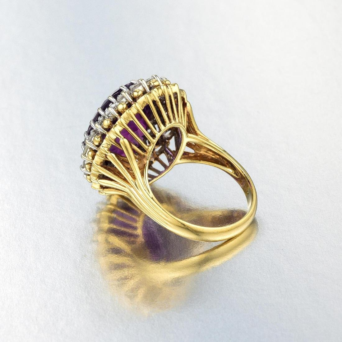 An 18K Gold Amethyst and Diamond Ring - 3